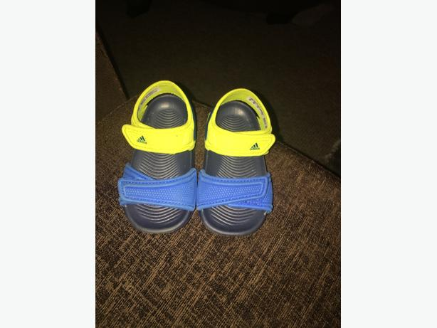 infants adidad sandles size 4