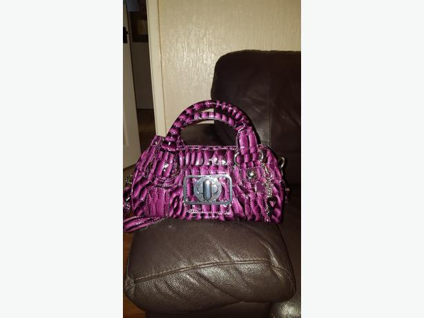 Guess Ladies Handbag. Purple.