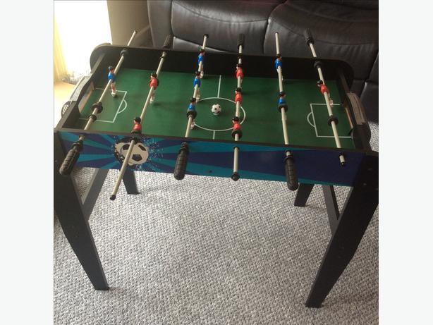 Football game on legs