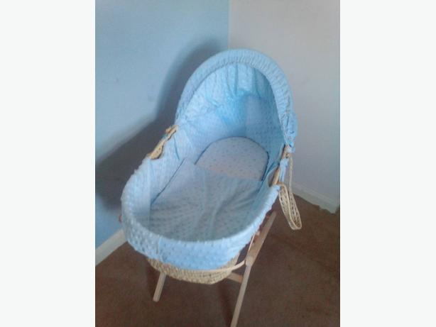 Blue moses basket, stand and sheets