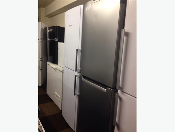 HOTPOINT SILVER FRIDGE FREEZER01