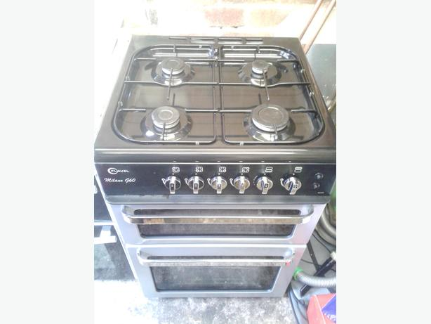 Gas cooker, like new, 60 cm wide, free delivery.
