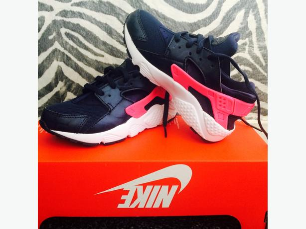 Genuine childrens Nike Huaraches for sale!! Brand new never been worn!!!