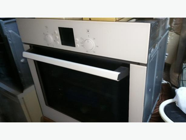 BOSCH SINGLE OVEN & GRILL. FAN ASSISTED.  INTEGRATED. VERY CLEAN. £59