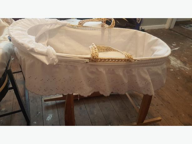 2x moses basket n stands