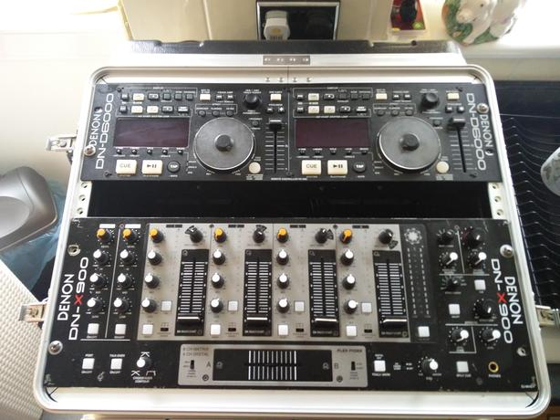 Dj CD player /mixer and case