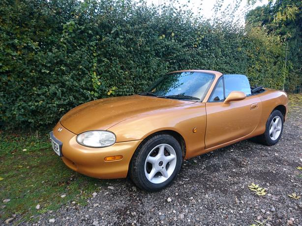 1998, S Reg Mazda Mx-5 1.6 mk2 gold alloys mot