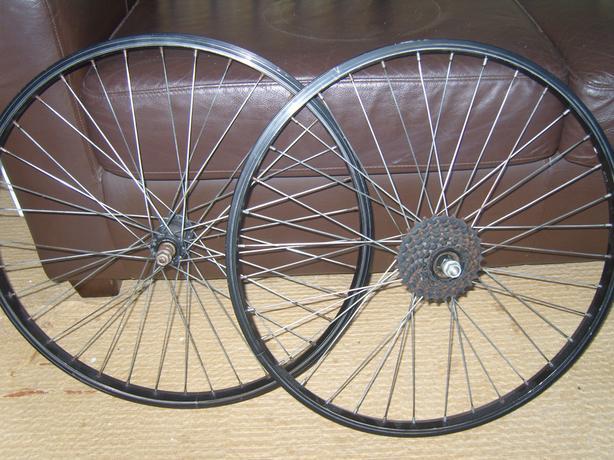 Black rim 24 inch wheels