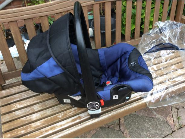 Blue car seat / baby carrier READVERTISED DUE TO TIMEWASTER