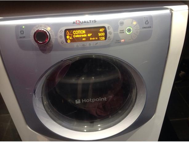 Aqualtis 9KG 1600 spin washing machine