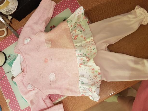 up to 1 month baby girls 2 piece set