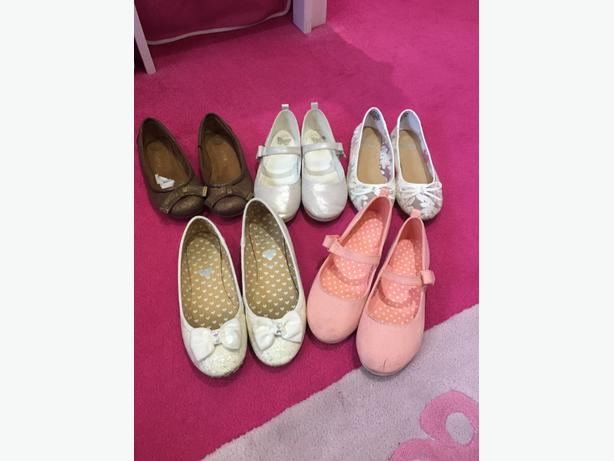 4 pairs of worn size 1 shoes