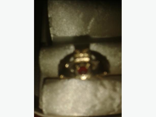9ct  garnet  ring clandarague