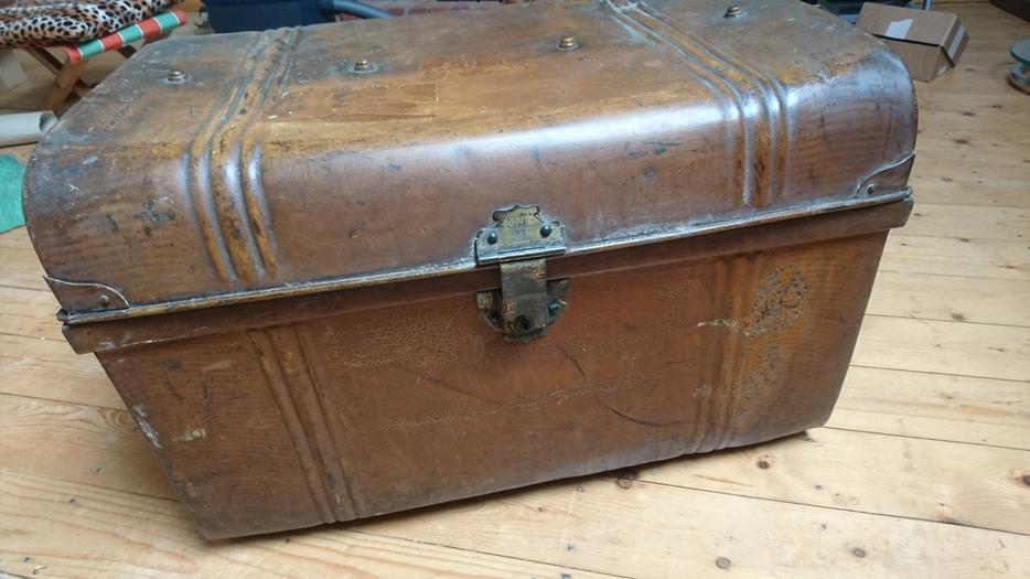 vintage large steel steamer travel storage trunk chest side handles lock g c stourbridge sandwell. Black Bedroom Furniture Sets. Home Design Ideas