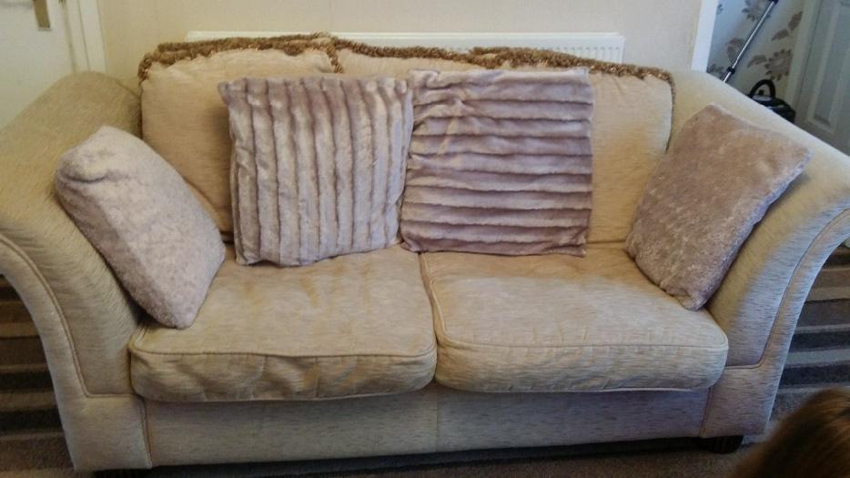 Lovely large dfs cream sofa pelsall dudley for Edit 03 sofa