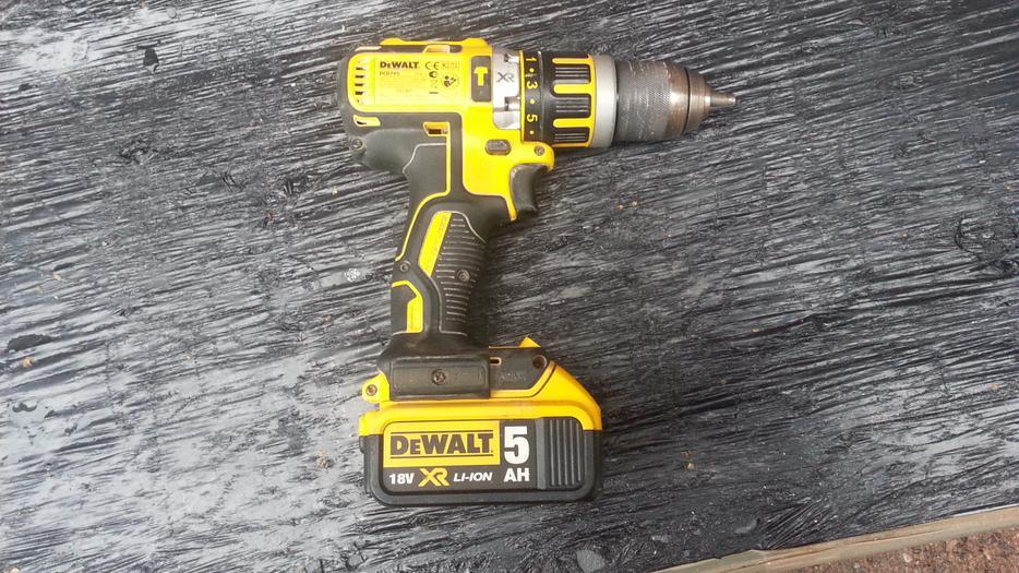dewalt dcd795 18v xr brushless combi hammer drill 5ah. Black Bedroom Furniture Sets. Home Design Ideas