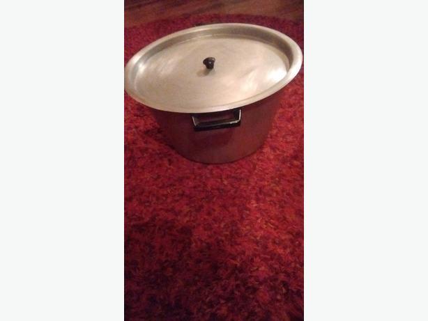 Large aluminium stewing saucepan