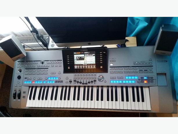 Yamaha Tyros 5 with 61 keys
