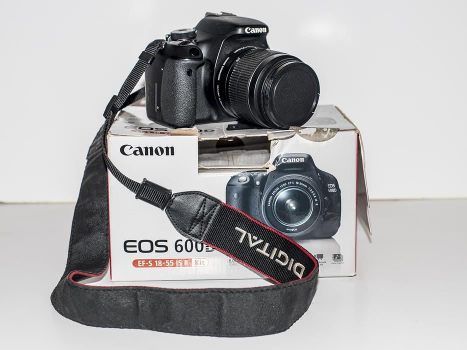 Canon eos 600d plus zoom plus extras wednesfield for Housse canon eos 600d