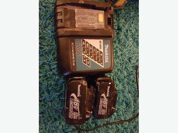 2x 18v makita li ion batteries and charger