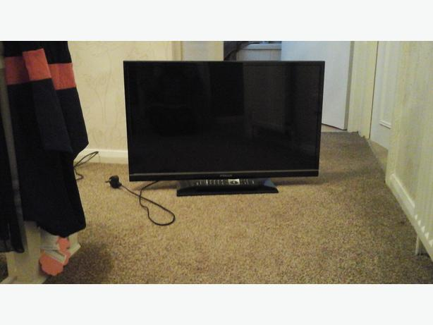 Brand new 32 in SMART LED tv