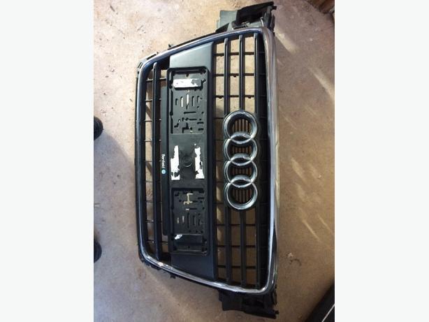 AUDI A4  grill B8
