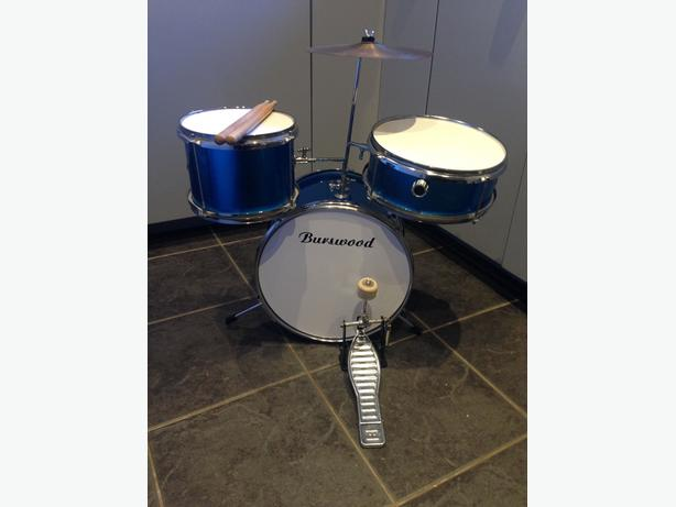 Childs Drum Kit Metalic Blue ideal Christmas gift * NO OFFERS *