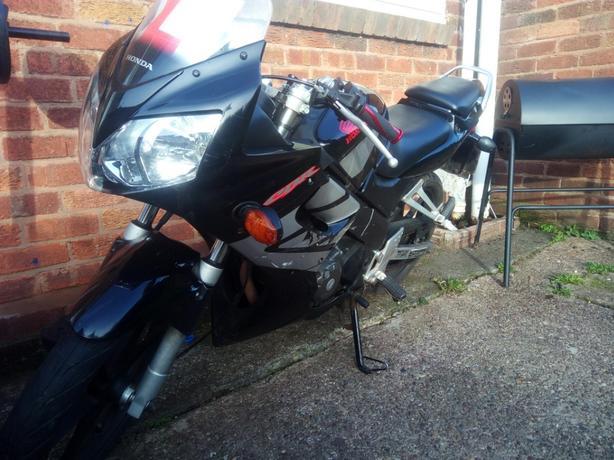 £800 ONO - Honda CBR125R - 8k Miles