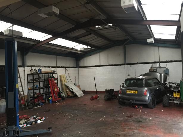 Unit for rent. 1400 Sq ft. Shaw road, off main Stafford road Wolverhampton