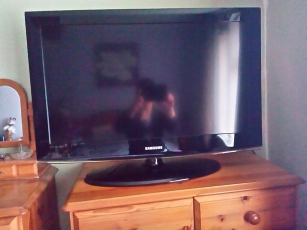 "Samsung 32"" Television"