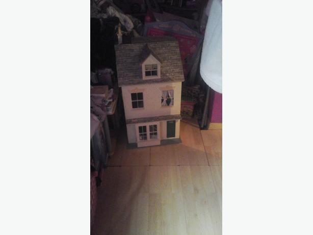 Kids dolls house