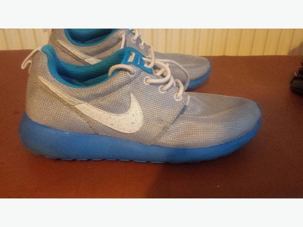 Nike roshe size 5.5
