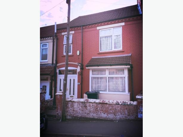 A Beautiful 3 Bedroom House on Ivanhoe Street, Dudley, DY2 0YD