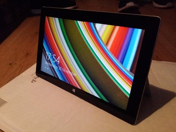 Microsoft surface 2  Windows 8.1 10.6""