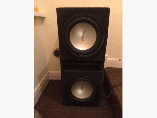 £90 ono..4000 impulse subwoofer amp and power cap