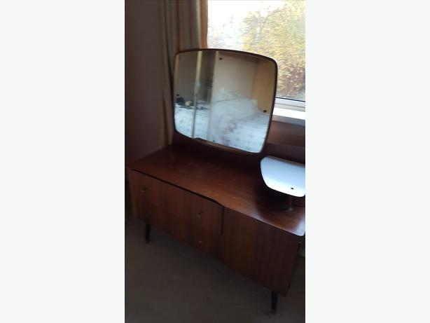 FREE: Dressing Table