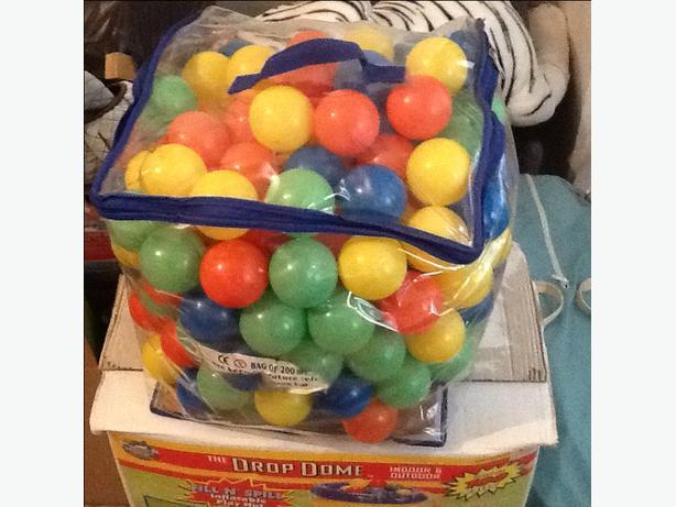 Bag of multicoloured plastic balls