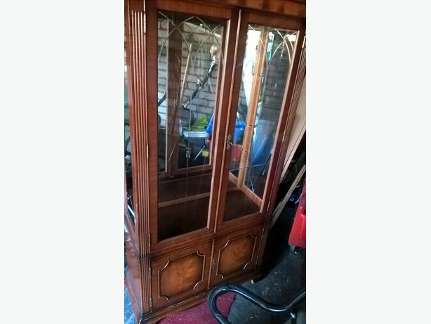 6ft , 3 glass shelf display cabinet