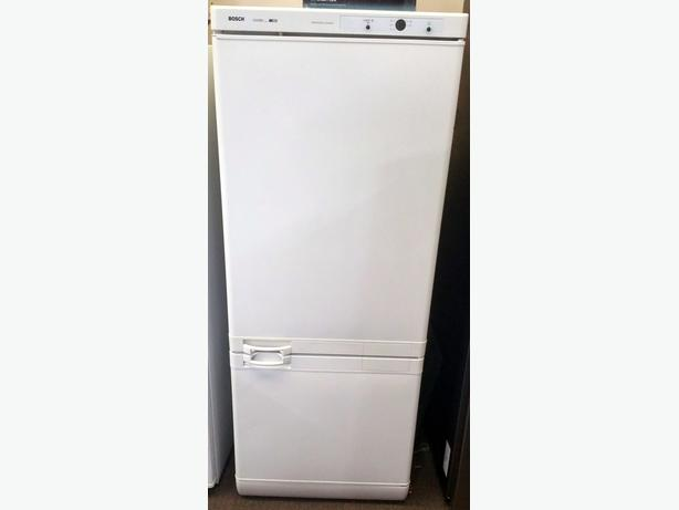 BOSCH FRIDGE FREEZER + WARRANTY