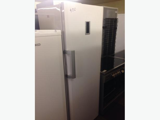 WHITE BLOMBERG FREEZER 7 DRAWERS