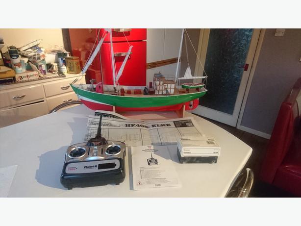 VINTAGE LGE RADIO CONTROLLED GRAUPNER ELKE FISHING BOAT COMPELTE + RC GWO