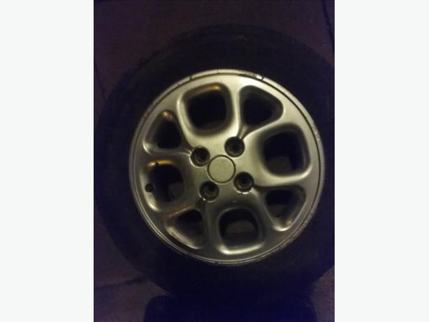 Renault clip alloy wheels and tyres
