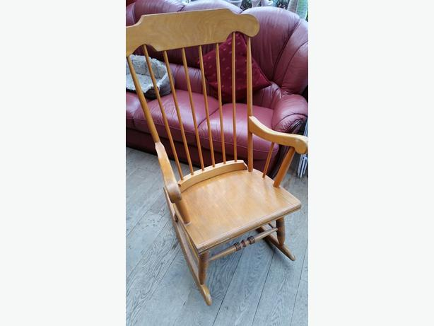 Oversized wooden rocking chair 28 images oversized for Bureau passeport laval