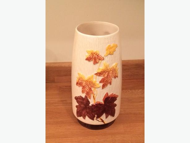 Sylvac vintage pottery vase. Maple leaf autumn design