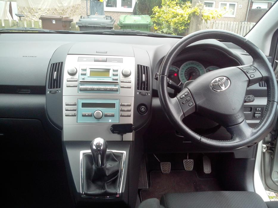 2005 Toyota Corolla Verso Vvti Tsprt 1 8 7 Seater With Dvd Players Petro Manual Wolverhampton