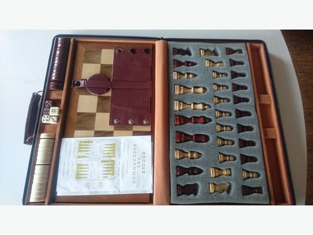 FULL SIZE CHESS AND BACKGAMMON SUITCASE BOARD COMPETE GAME SET VGC