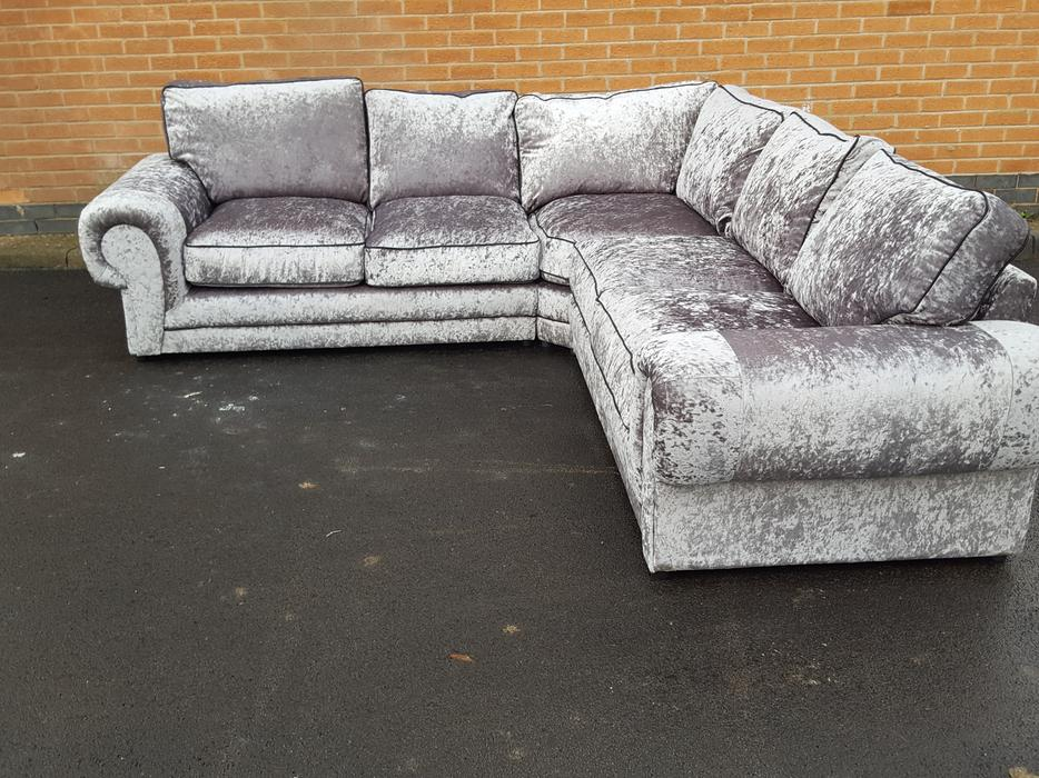 Brand New Silver Crushed Velvet Large Corner Sofa.can