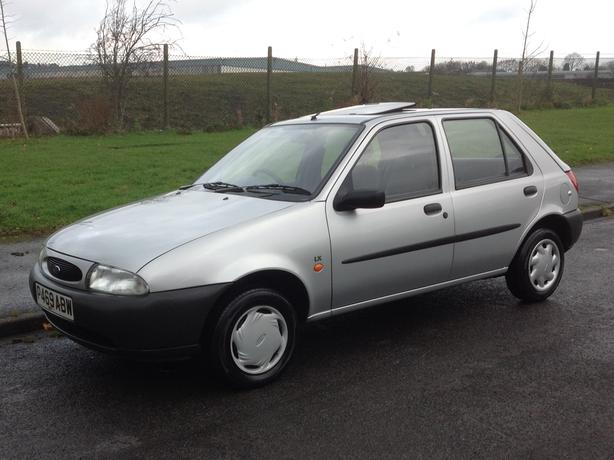 ford fiesta 16v lx 1997 39 000 miles f s h drives like new reduced dudley dudley. Black Bedroom Furniture Sets. Home Design Ideas