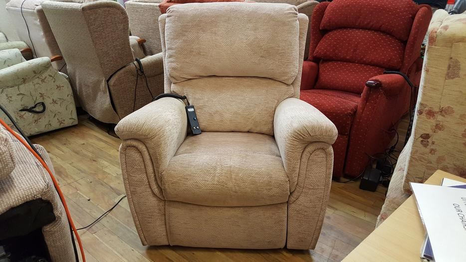 top brand riser recliner chairs at unbeatable prices in dudl