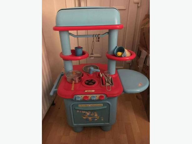 Kids toy kitchen brierley hill dudley for Toy kitchen table